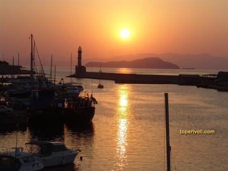 Ηλιοβασίλεμα στο Ενετικό λιμάνι των Χανίων